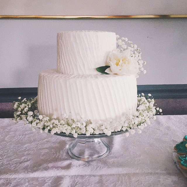 anabananacakes_babysbreath_strawberry_white_layer_cake_peony_textured_frosting